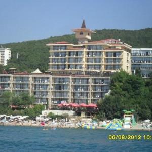 caesar-palace-beach
